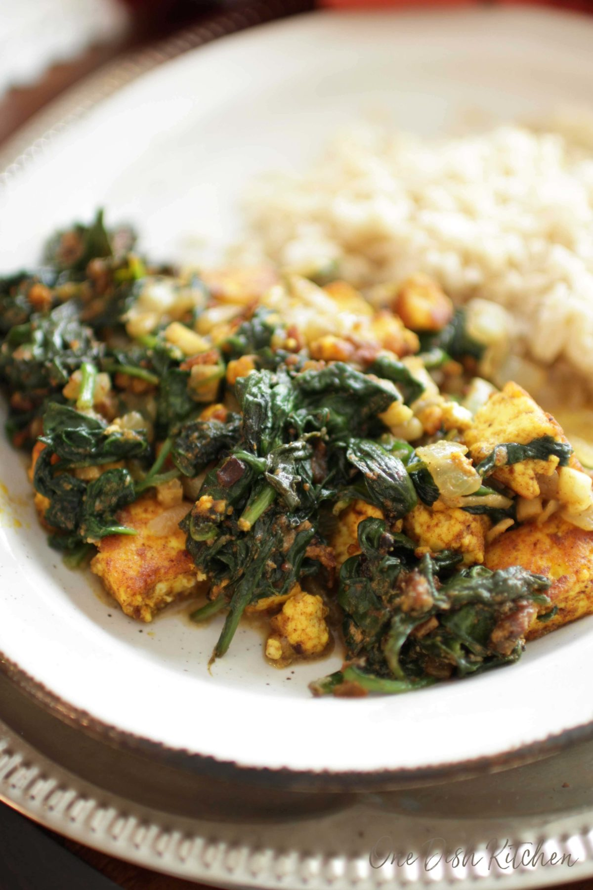 saag paneer next to a plate of rice.